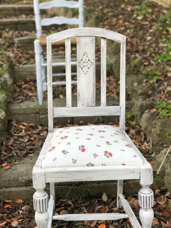 vintage chairs for hire floral